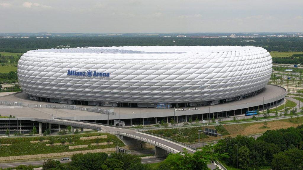 bạt căng nhà thi đấu ở Đức