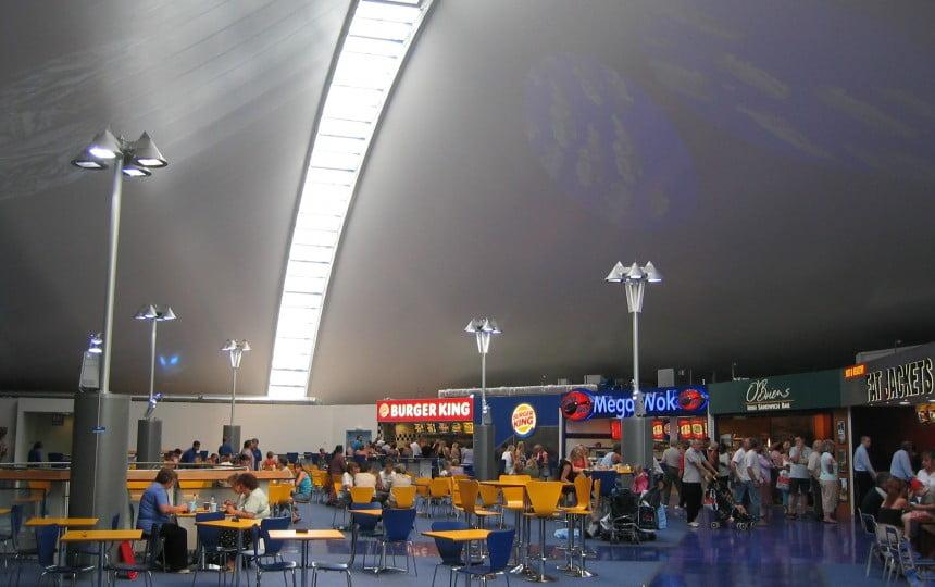Ngày nay, màng căng kiến trúc có thể tạo ra được nhiều hình dạng mái nhà độc đáo, hoàn toàn có khả năng cạnh tranh với các vật liệu khác, mang lại giá trị U tuyệt vời.