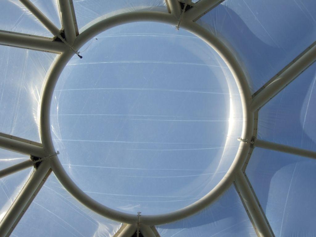 ứng dụng ETFE trong đặc tính dẫn truyền ánh sáng.