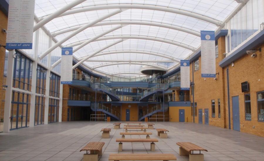 ứng dụng ETFE tại trường Radclyffe.