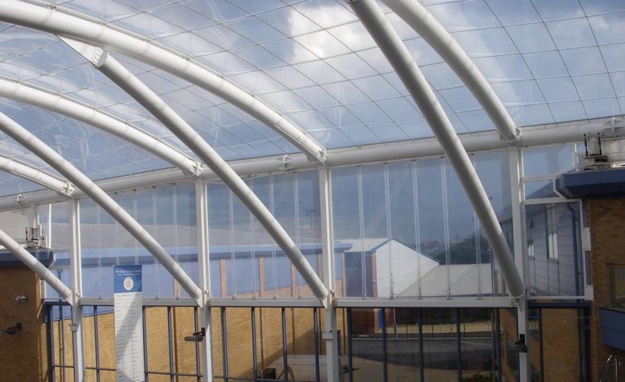 ứng dụng ETFE thích hợp với các cấu trúc vượt nhịp lớn.
