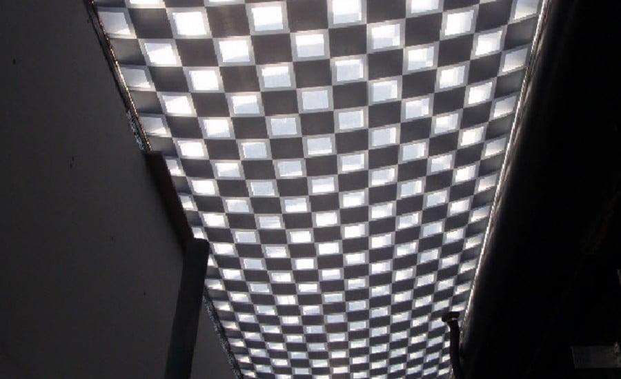 In hoa văn ETFE dạng offset ô vuông trên mái che bạt căng EFTE tại đại học Lancaster