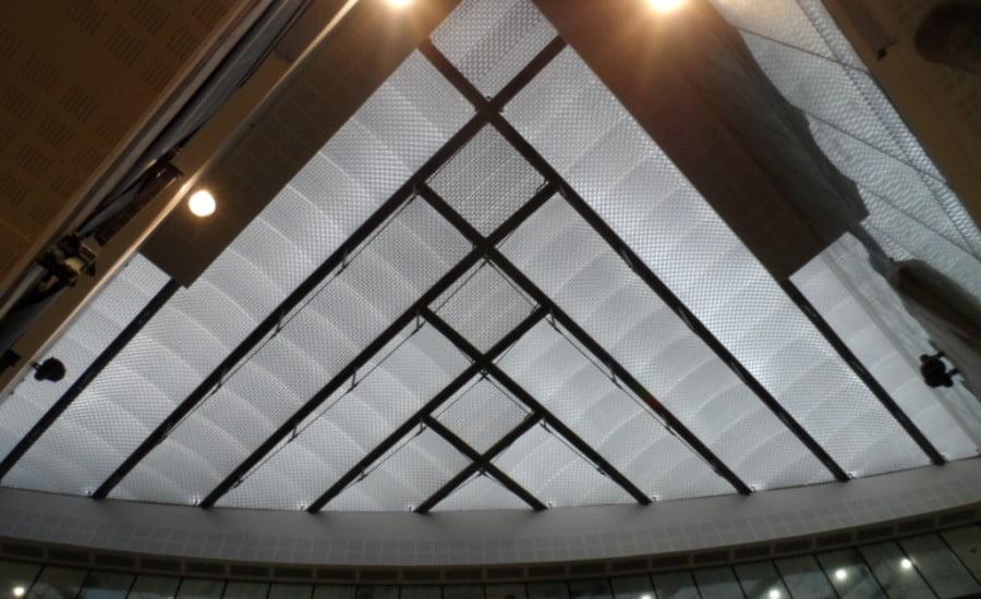Công nghệ in hoa văn ETFE giúp giảm truyền ánh sáng vào khuôn viên bên trong bệnh viện Barts