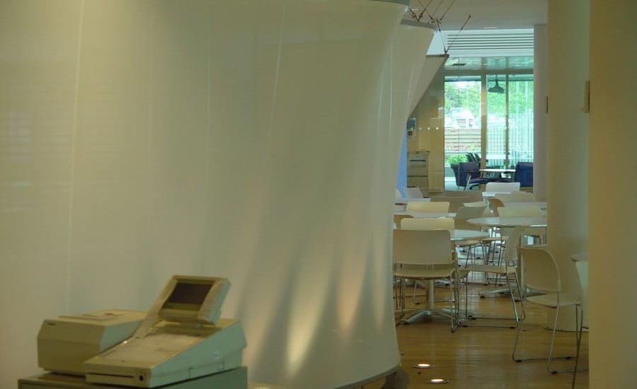Ứng dụng màng căng dùng cho màn chiếu: Trung tâm cuộc gọi BT, Công viên Leavesden