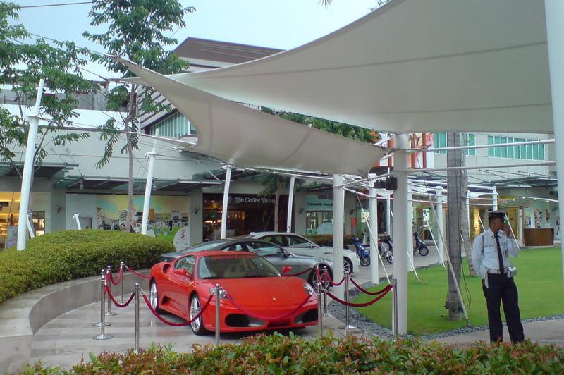Ứng dụng bạt căng cho bãi xe tại trung tâm thương mại