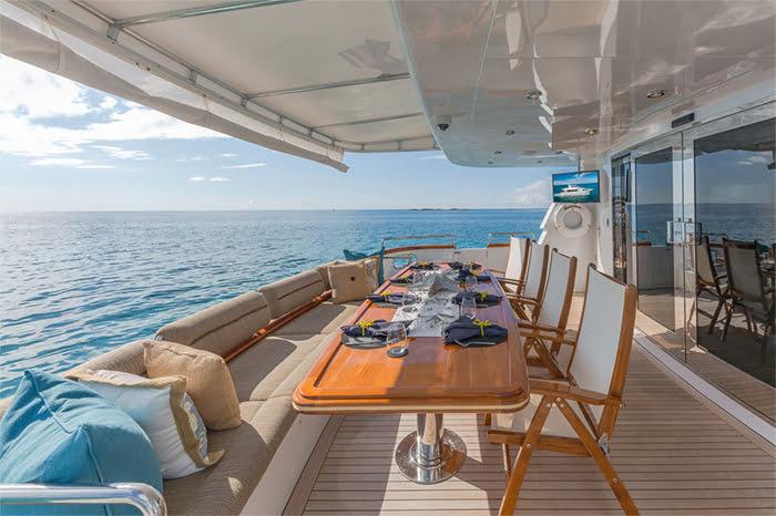 Mái bạt căng du thuyền mang lại cảm giác thoải mái, sang trọng
