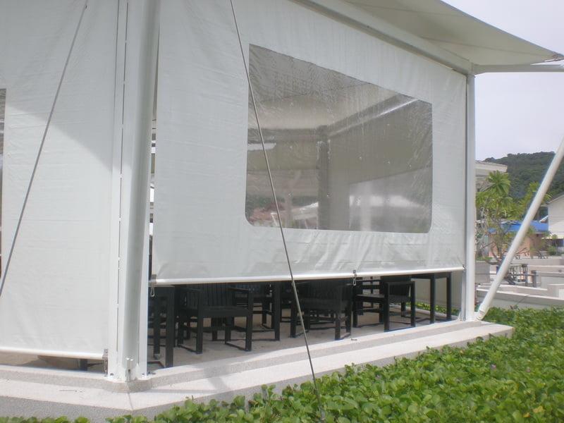 Bạt căng showroom với thiết kế lấy ánh sáng từ tự nhiên