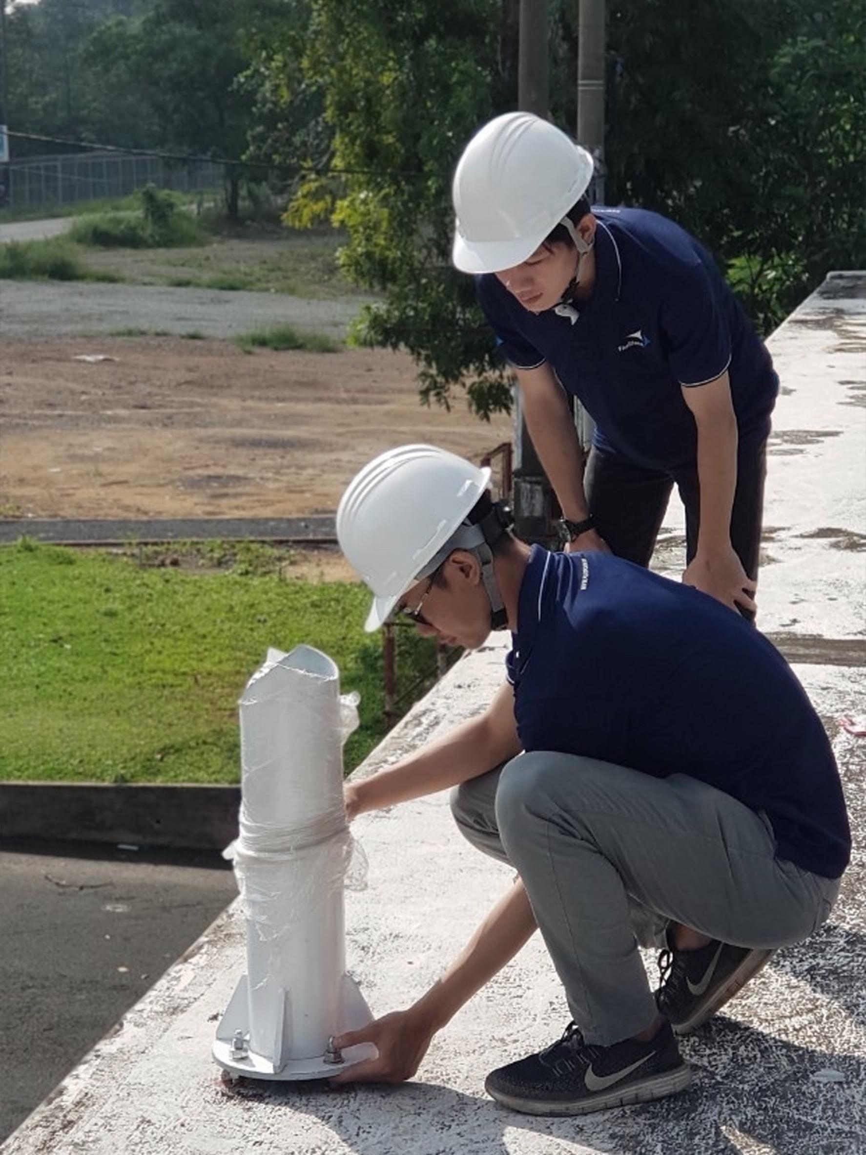 Nhân viện Flexiiform đang giám sát nền móng tại công trình.