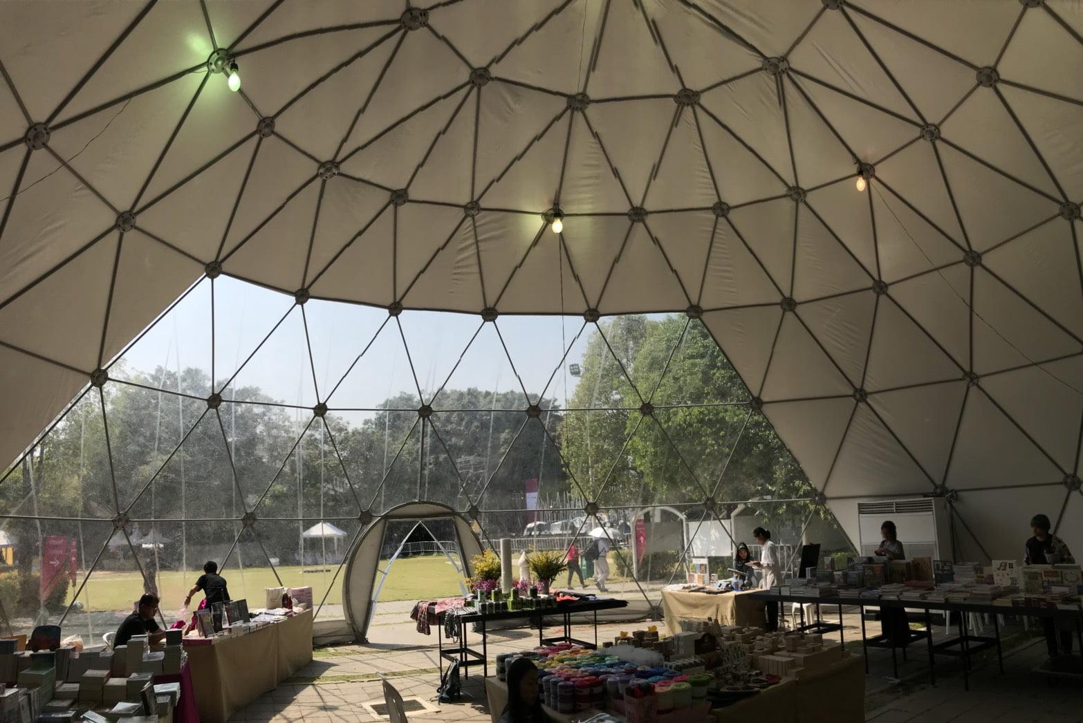 Ứng dụng Tensile roof vietnam tại hội chợ