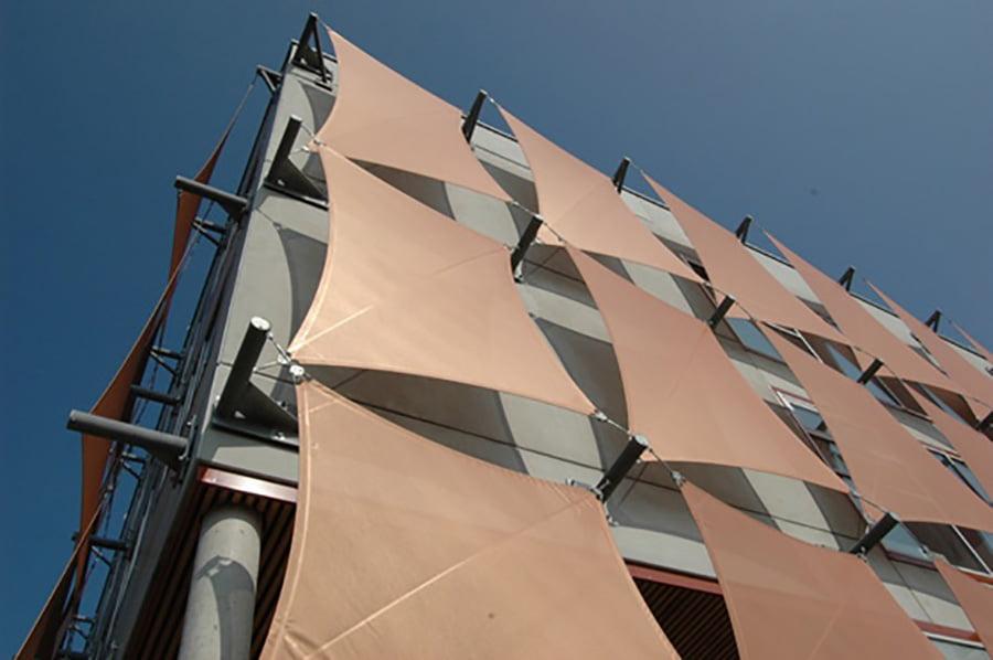 vách bạt căng ngoài trời dùng làm mặt đứng công trình