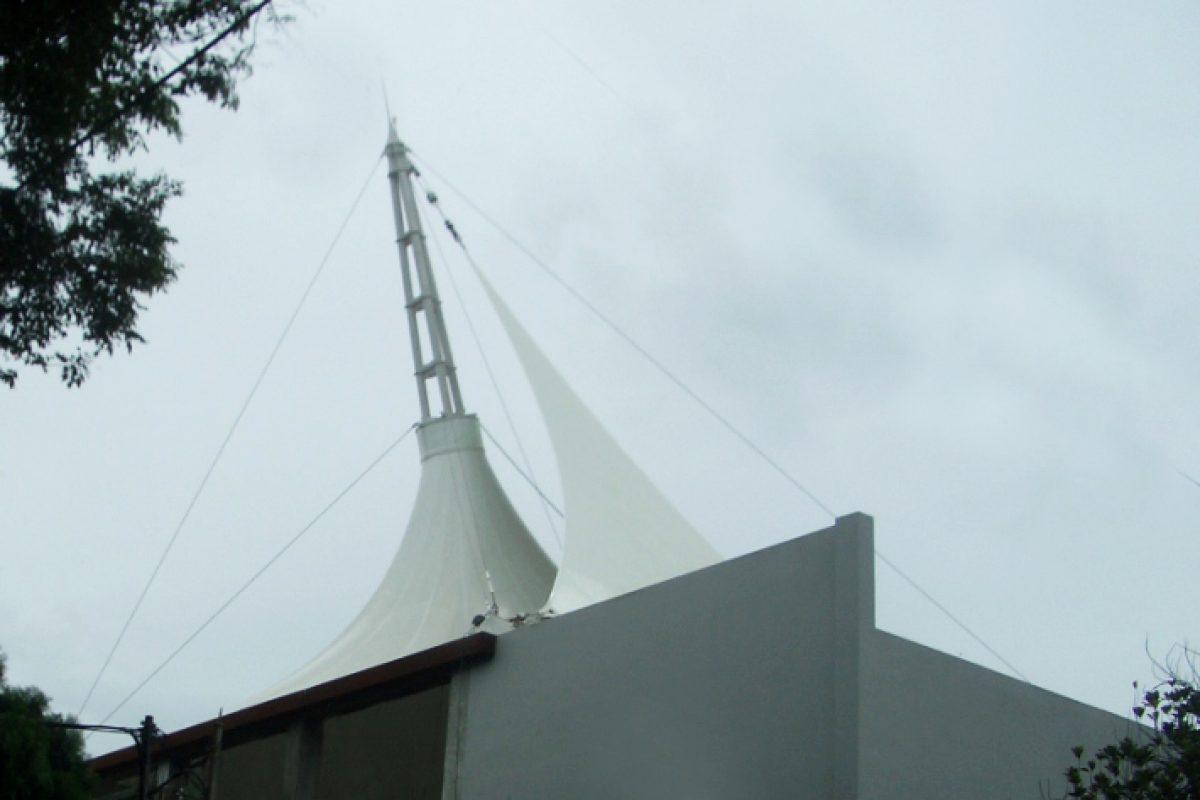 Mái che bạt căng điểm nhấn tòa nhà