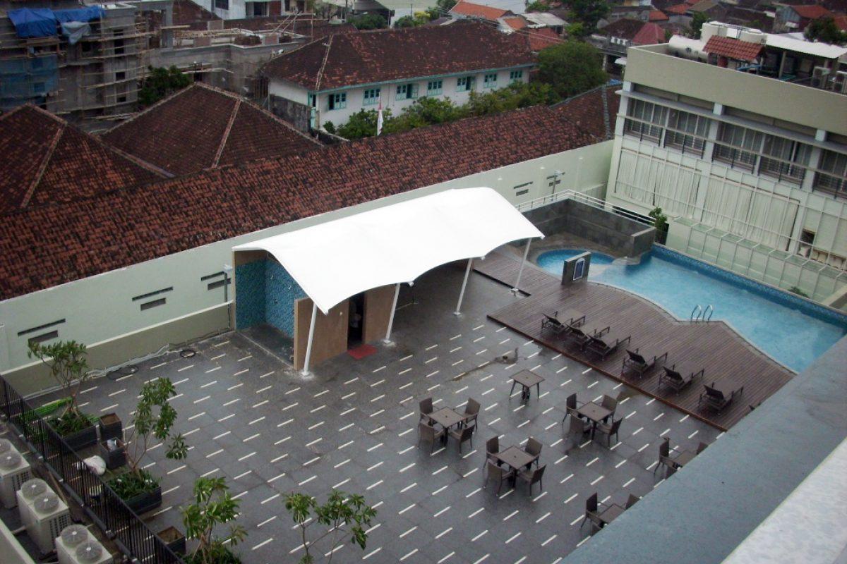 Mái che sử dụng kết cấu bạt căng cho khu vực sân thượng của khách sạn