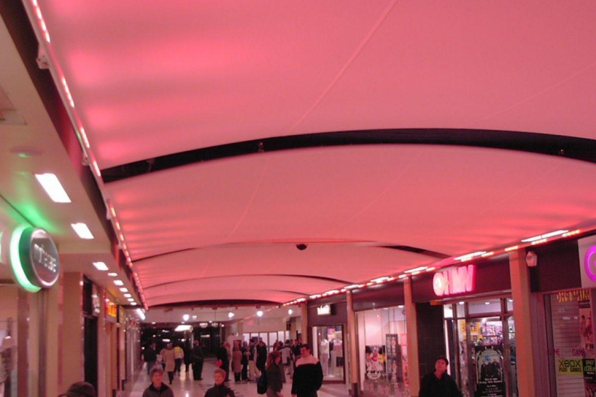 sự điều chỉnh ánh sáng trong mái che bạt căng nội thất